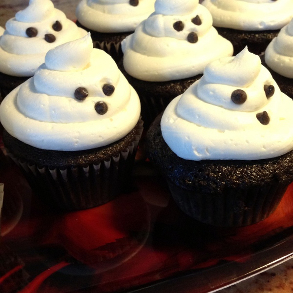 Vegan Chocolate Cupcakes with White Icing