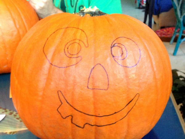 Pumpkin Decorating with Markers 4